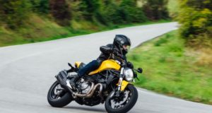 moto sportiva uomo ducati