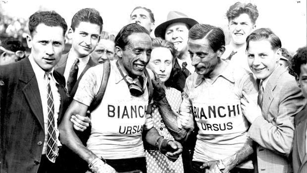 Fausto Coppi celebra il fratello Serse Parigi-Roubaix