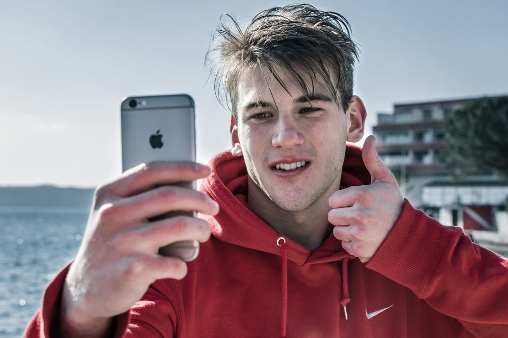 selfie uomo social