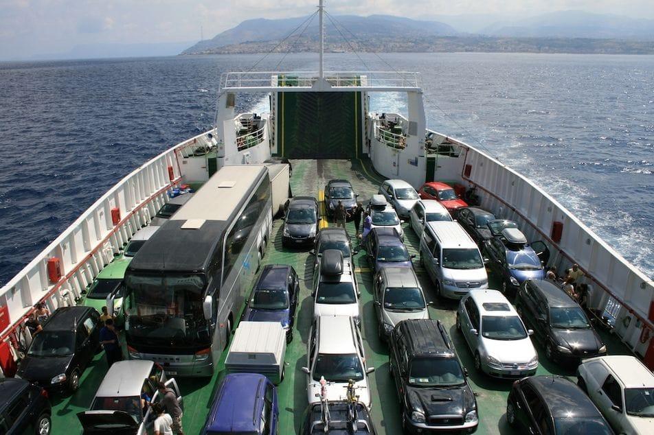 costo auto traghetto
