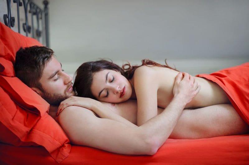 Dormire ignudi post sesso